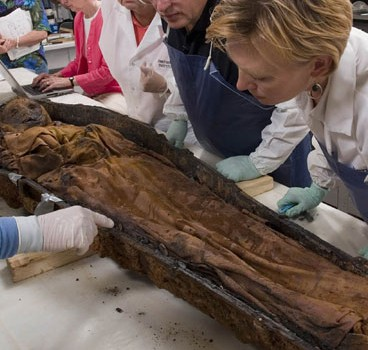 Kari Bruwelheide, forensic anthropologist at the Smithsonian's National Museum of Natural History, discusses the power of bones.