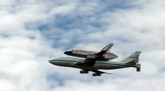 Space Shuttle Discovery atop a 747 flying over the National Mall in Washington, D.C.