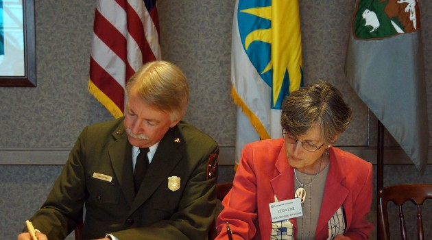National Park Service Director Jonathan B. Jarvis and the Smithsonian's Under Secretary for Science Eva J. Pell sign a memorandum of understanding at the Smithsonian's National Museum of Natural History. (John Gibbons, Smithsonian)