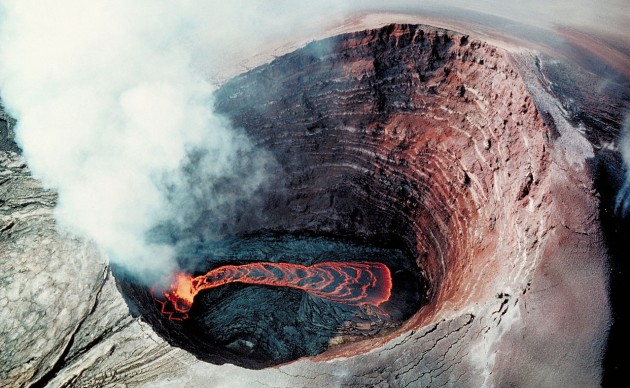 Pu'u O'o Crater Lava pond, Hawaii (Photo by Greg Bishop)