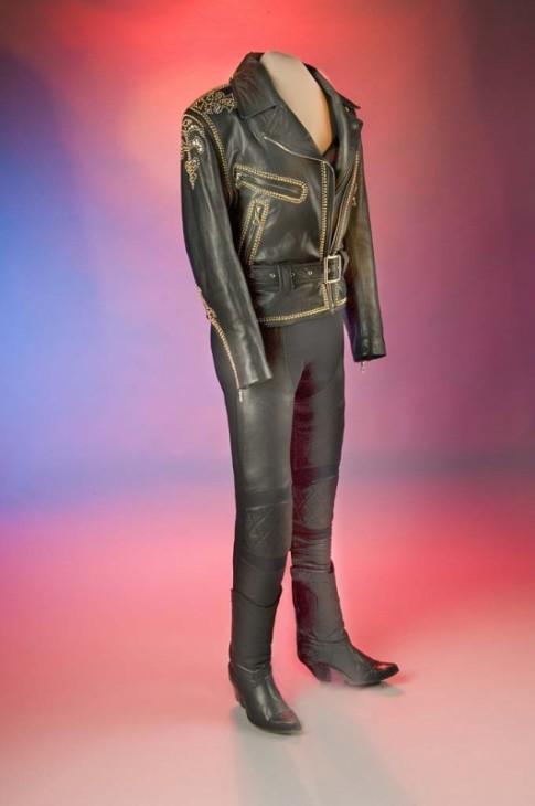 Leather outfit worn by singer Selena, Smithsonian's National Museum of American History / Traje de cuero de la cantante Selena, Museo Nacional de Historia Americana del Smithsonian