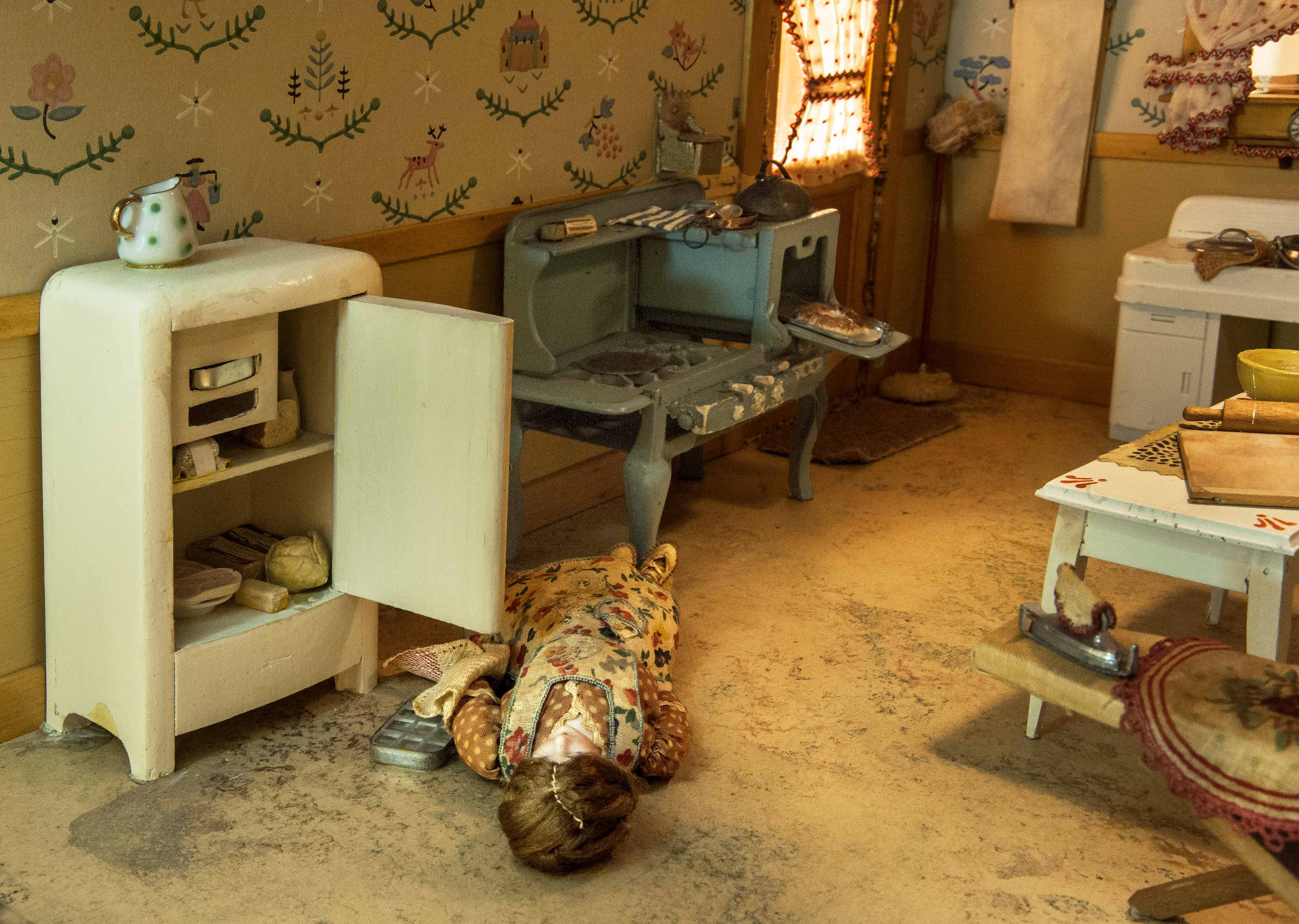 Dollhouse Sized Dioramas Portray Murder And Mystery In